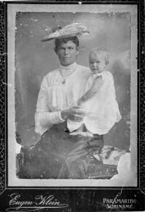 Johanna Carolina Overeem met dochter Elisabeth Maria van Brussel